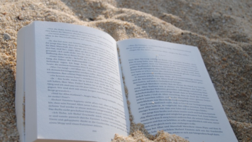 top 5 social media holiday reads